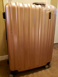 Brand New Large Hard Shell Luggage! Rose Gold Mississauga, L4Z 1S2