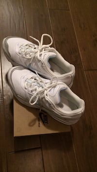 Ladies Nike eclipse walking shoes size 9. Mississauga