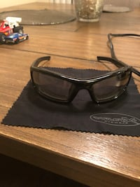 black framed Gucci sunglasses with case Downey, 90241