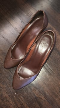 Q-Megan Leather Pumps - Size 5.5 Vista, 92083