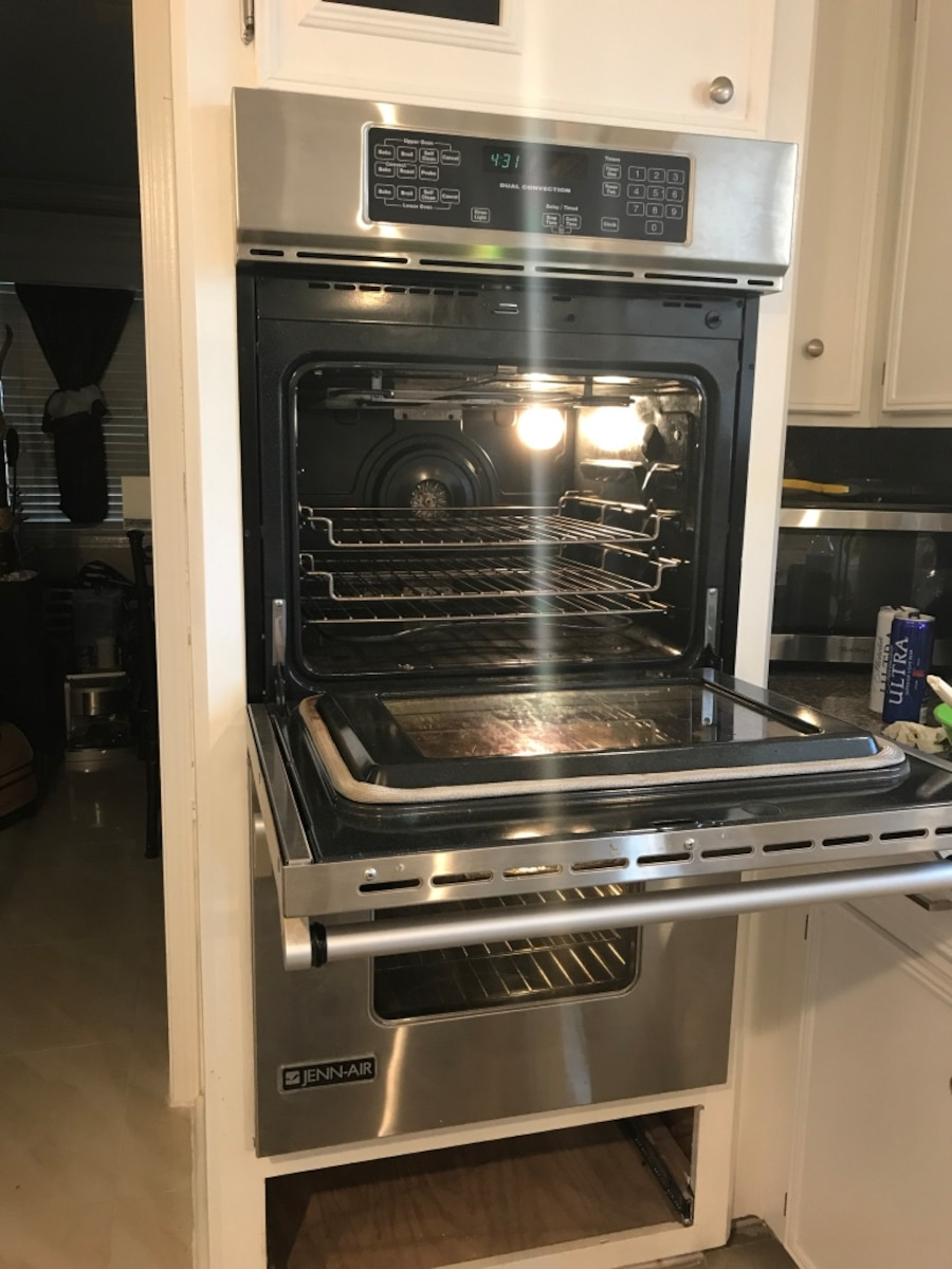 220 Volts Stainless Steal Jenn-Air Dual Convection Oven - Pasadena