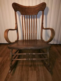 Beautiful Antique Oak Spindle Rocking Chair (1930's) Ornate & Strong Los Angeles, 91403