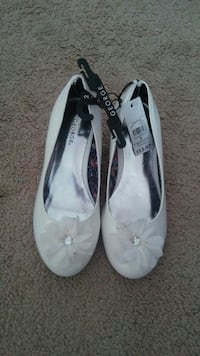 pair of white leather flats Nashville, 37013