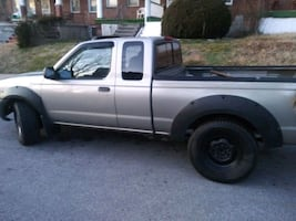 2001 Nissan Frontier SE 4X4 Crew Cab w/leather V6