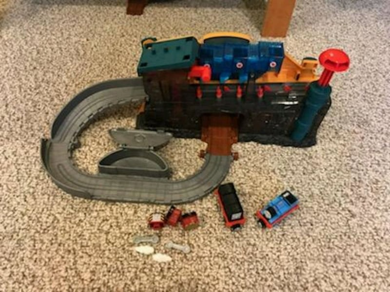 Thomas and friends take-n-play Engine Builder. 412492a9-1207-4f21-b1d5-902bdd26fa9b