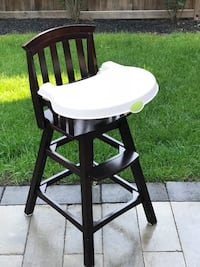 'Summer' brand highchair with removable seat cover, straps and 2 piece tray.  Whitchurch-Stouffville, L4A 1G2