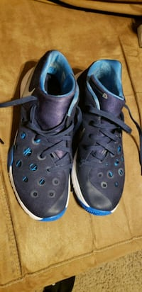 pair of black-and-blue Nike sneakers Sanford, 32771