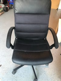 black leather office rolling armchair Toronto, M2M 2V4