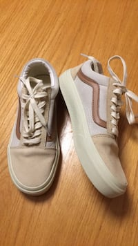 Ladies 6.5 Old Skool lace-up Sneakers Camel Colourblock Kitchener, N2H 2S9