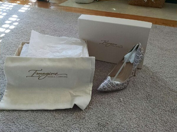 Beige and sand pointed toe pump