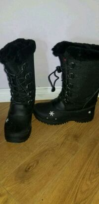 Girls size 4 Baffin boots  Cambridge