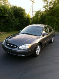 2002 FORD TAURUS SES *Seats 6, Low Miles* St. Charles, 60174