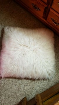 white and brown fur textile Dearborn Heights, 48125