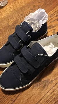 Boys Size 5 Blue Sneakers Brand New