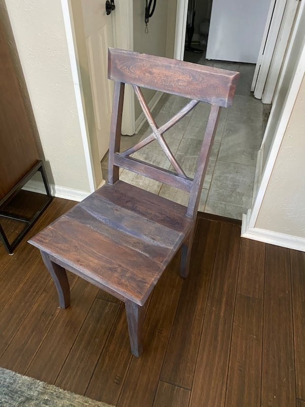 Hard wood tabke snd 6 chairs two hard wood four metal and leather 1dacf9f8-a792-45f1-97a9-d8c13b33570c