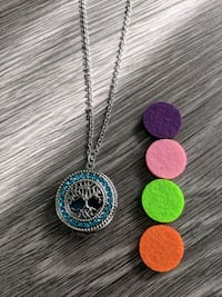 New aromatherapy diffusing necklace Cambridge, N1R 6P7