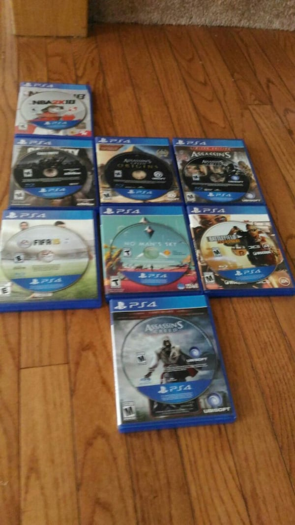 Almost new Ps4 bundle 6fec111a-889d-4a24-9d0c-a53d1319510a