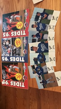 Assorted baseball player trading cards