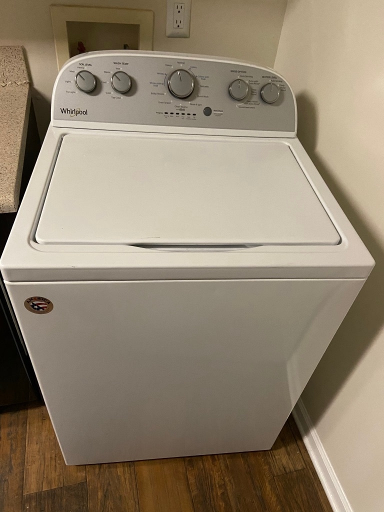 Photo Whirlpool Washer/Dryer, less than a year old