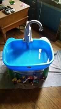 Toddler's play sink holds water good shape  404 mi