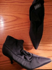 Ladies ankle booties size 9 Toronto, M6L 1A4