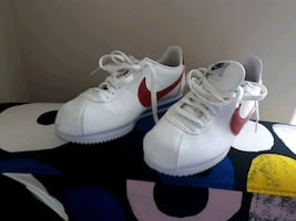 retro women's Nike runners worn one time size 10 fits like a 9