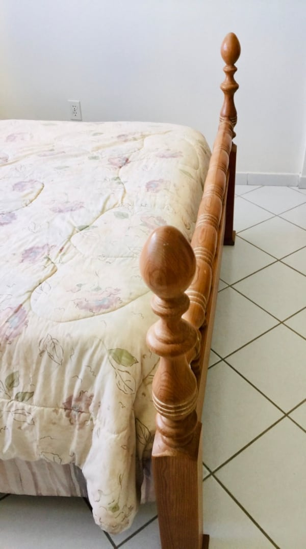 Full size solid wood bed with full size mattress a7713b2f-8c39-4204-a7eb-aa4a417e39b2