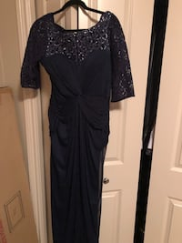 Navy long dress in a gd condition size 8  Halifax, B3K 2B4