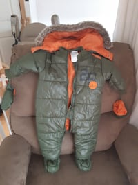 Absorba infant snowsuit (6 to 9 months) Vaughan