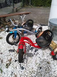 two toddler's blue and red trike ride-on toys Pacific, 98047
