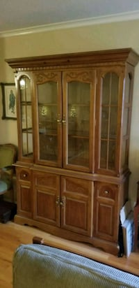 Wooden china cabinet with lighting Delta, V4E 2A9