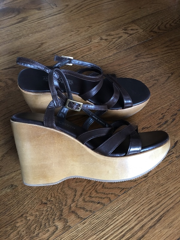New Wooden Wedge Heels Shoes genuine leather 8.5 Nice Macy's not Walmart Made in Brazil 75c8ea40-9516-47d0-a522-bbcec16364c7