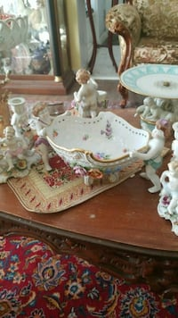 white-and-pink floral ceramic tea set Montréal, H3R 2E6