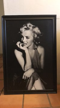 Marilyn monroe photo with black wooden frame Los Angeles, 91606