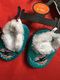 ⭐NEW-6-9 MONTH MIAMI DOLPHINS BABY SLIPPERS⭐ Chicopee, 01020