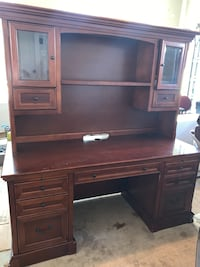 Wood office desk and hutch Aldie, 20148
