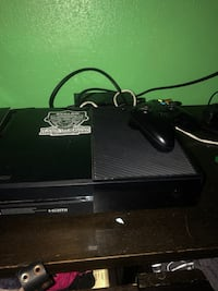 black Microsoft Xbox One with controller 2262 mi