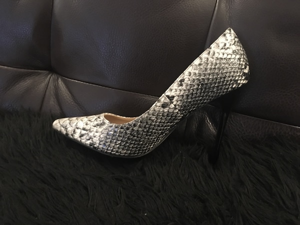 Unpaired gray and white snake-skin heeled shoe