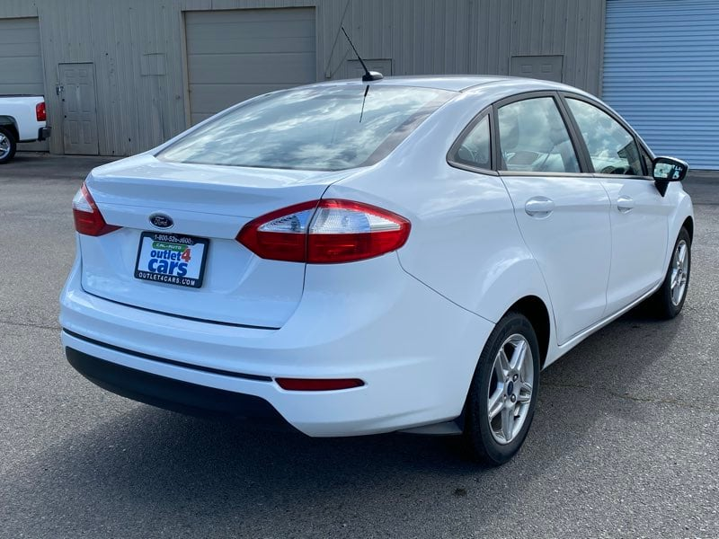 2018 Ford Fiesta SE sedan Oxford White !!! 22