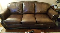 Leather sofa & matching love seat  Vaughan, L4L 8H2