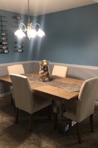 Beautiful dining room table plus four chairs Los Angeles