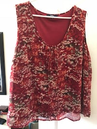women's red and white floral sleeveless top Lachine, H8S 1Z3