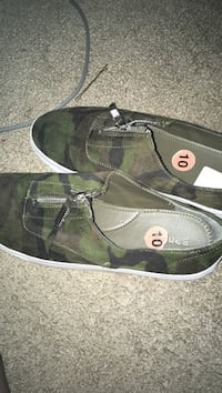 green-and-black camouflage low-top sneakers Houston, 77073