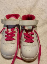 pair of white-and-pink Nike running shoes Caseyville, 62232