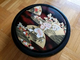 round black and white floral ceramic plate