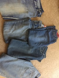 Ladies jeans size 26-28; 5$ each ; Negotiable if bundled to buy more than one Manchester, 06042