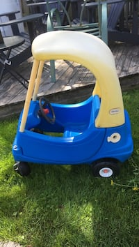 toddler's yellow and blue Little Tikes cozy coupe London, N5V 1Y3