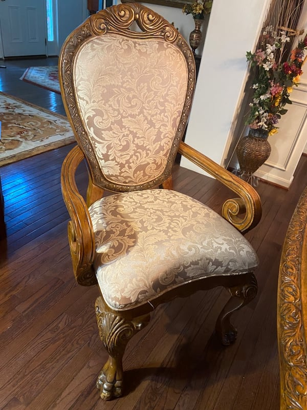 Luxury dinning chairs 6  very costly  84927efc-2c0c-4394-a80f-318ff1c6e394