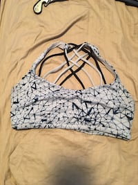Size 10 LULULEMON bra lightly worn/no inserts  Kelowna, V1Y 4C9