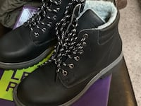 Boys like new winter boots size 4 Victoria, V8T 2G1